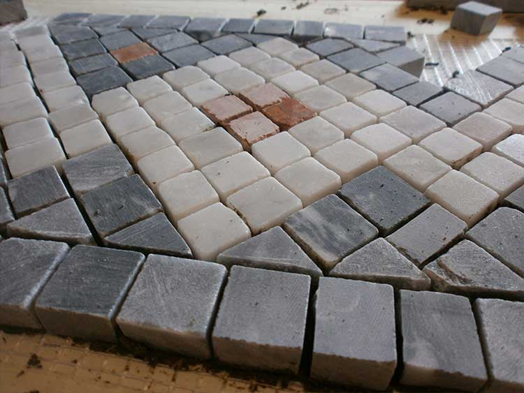Lucidatura marmo milano levigatura e posa pavimenti for Mosaici in marmo per pavimenti
